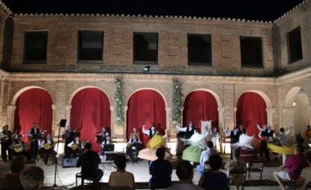 La Asociación de Folclore Cruz de Santiago abre la temporada cultural en el Claustro del Convento de Santo Domingo de Villanueva de los Infantes