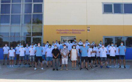 La directora general de Juventud y Deportes clausura el curso de Técnico Superior en Baloncesto en Alcázar de San Juan