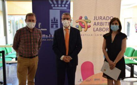 Eduardo del Valle ha visitado los órganos de mediación del Gobierno regional en Ciudad Real
