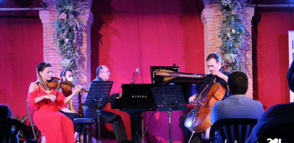 El espíritu de Beethoven y de Mendelssohn inunda el Claustro del Convento de Santo Domingo con el concierto del Trío Magnacore