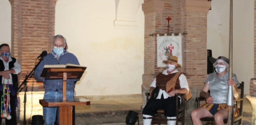 La Asociación Cruz de Santiago celebra su 'Paseo por el Quijote' en el Claustro del Convento de Santo Domingo de Villanueva de los Infantes