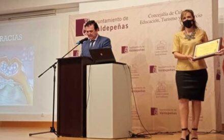 """Ana María Ruiz López ha sido nombrada por Televaldepeñas """"Valdepeñera Ausente 2020"""""""