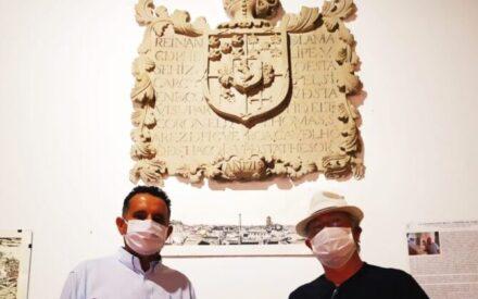El artista Tomás Ayuso dona una de sus obras a Villanueva de los Infantes