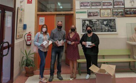 Santa Cruz de Mudela entrega 500 mascarillas reutilizables para todos los alumnos del IES Máximo Laguna