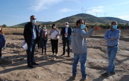 La viceconsejera de Cultura y Deportes ha visitado la Villa Romana y la bodega de 'El Peral', descubiertas recientemente en Valdepeñas