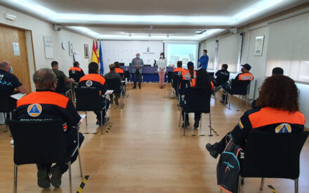 Voluntarios de Protección Civil, Policía Local y miembros de la Academia de Infantería de Toledo se forman en técnicas de auxilio y el uso del DEA